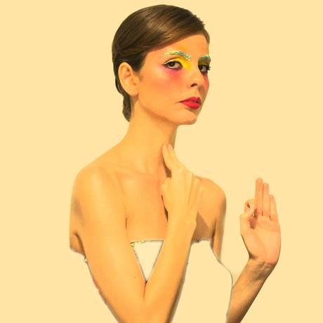 Feminino UFO. A cantora em sua persona mãeana Foto: DIVULGAÇÃO