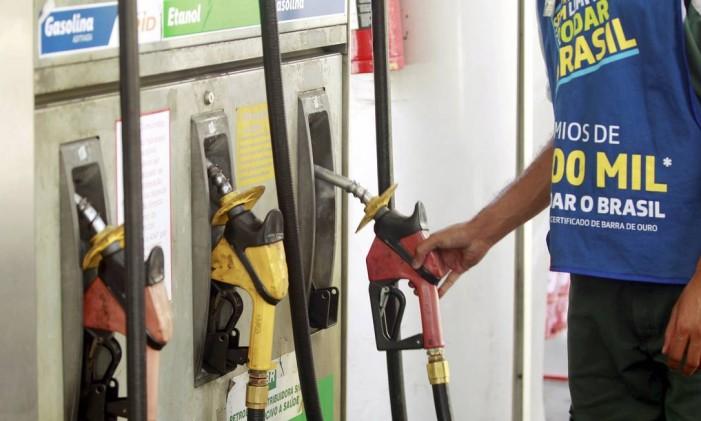Relator do Orçamento vai propor aumento de 40 centavos no litro da gasolina Foto: Gabriel de Paiva / Agência O Globo