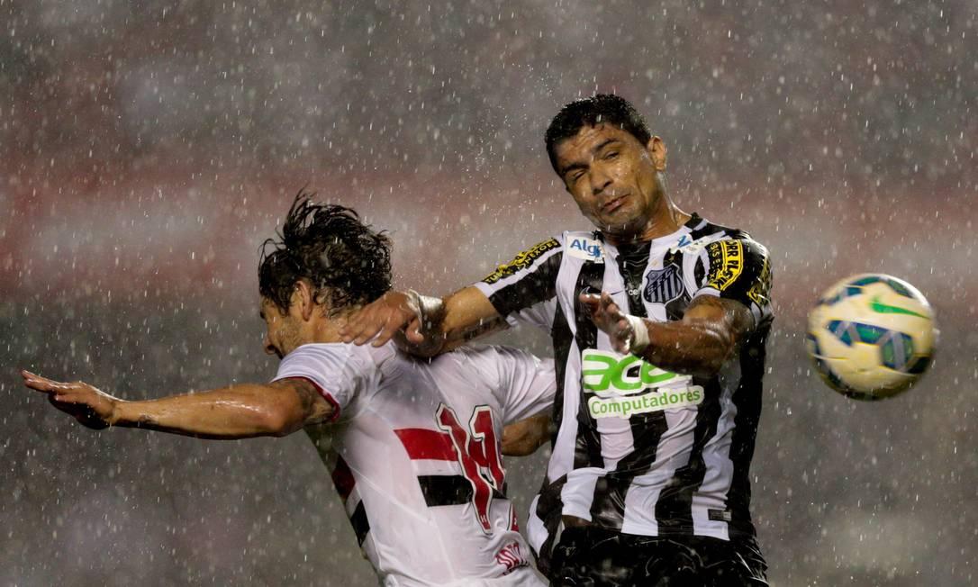 O São Paulo saiu na frente do Santos, mas levou a virada: 3 a 1 no Morumbi Pedro Kirilos / Agência O Globo