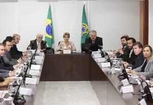 Frente Nacional de Prefeitos defende CPMF para a saúde em reunião com Dilma Foto: Ailton de Freitas / Agência O Globo