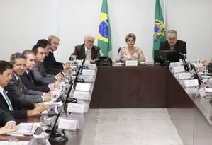 Dilma, Wagner e Berzoini receberam associações de prefeitos, que defenderam CPM repartida com estados e municípios Foto: Ailton de Freitas / Agência O Globo