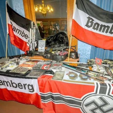 Objetos encontrados pela polícia de Bamberg na sede do grupo Foto: AFP
