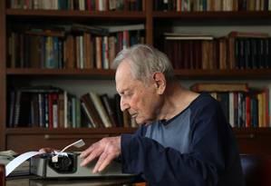 Boris Schnaiderman lança livro de memórias sobre sua participação na Segunda Guerra Mundial Foto: Fernando Donasci / Agência O Globo