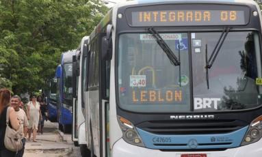 Ônibus da Zona Oeste Foto: Fabiano Rocha / Agência O Globo