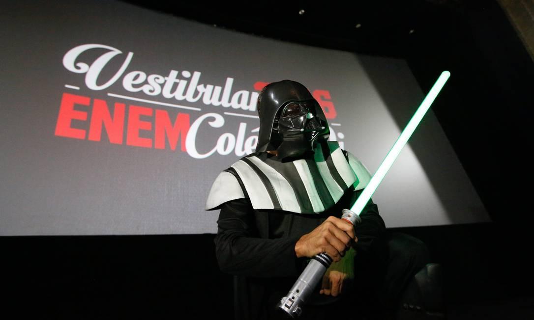 """""""aulão"""" para o ENEM, no Odeon, do curso QI, recebe a visita do vilão de """"Guerra nas Estrelas"""" Pablo Jacob / Agência O Globo"""