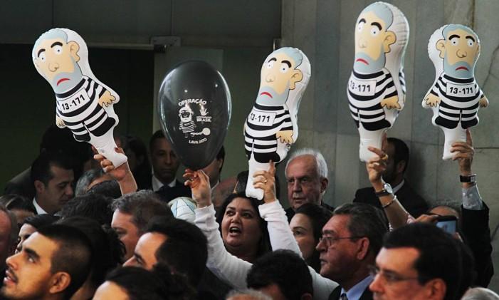 Deputados lançam, no Salão Verde da Câmara, o Movimento Parlamentar Pró-Impeachment. Foto: Arquivo 10/09/2015 / Jorge William / Agência O Globo