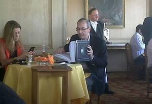 O casal Eduardo Cunha e Cláudia Cruz foi visto, em 2011, em um dos restaurantes mais caros do mundo na França Foto: Reprodução internet
