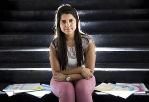Em busca do sonho. Ana Clara vai fazer o Enem pela sexta vez na tentativa de ingressar numa universidade pública Foto: mônica imbuzeIro