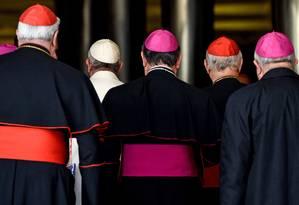 Papa Francisco ladrado por bispos e cardeais na manha deste sábado Foto: ANDREAS SOLARO / AFP