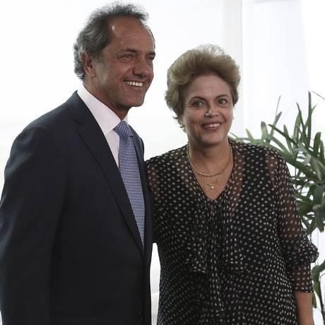 Daniel Scioli é recebido por Dilma Rousseff Palácio do Planalto Foto: © STRINGER Brazil / Reuters / Reuters/13-10-2015