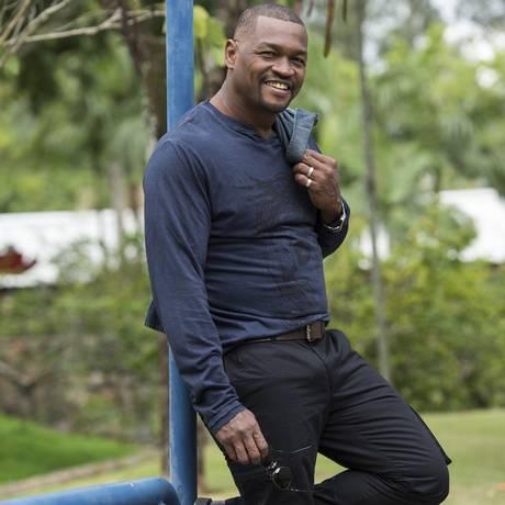 O ator Val Perré está no ar na novela Além do tempo Foto: TV Globo/Estevam Avellar