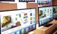 Avanço. Smart TV: televisores conectados à internet representam 60% das vendas de novos aparelhos no Brasil Foto: Jacob Kepler / Jacob Kepler/Bloomberg/5-1-2011