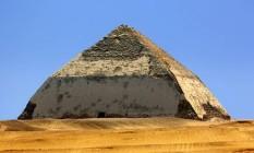 Pirâmide Curvada, em Dashour, um dos tesouros a ser escaneado Foto: Reprodução