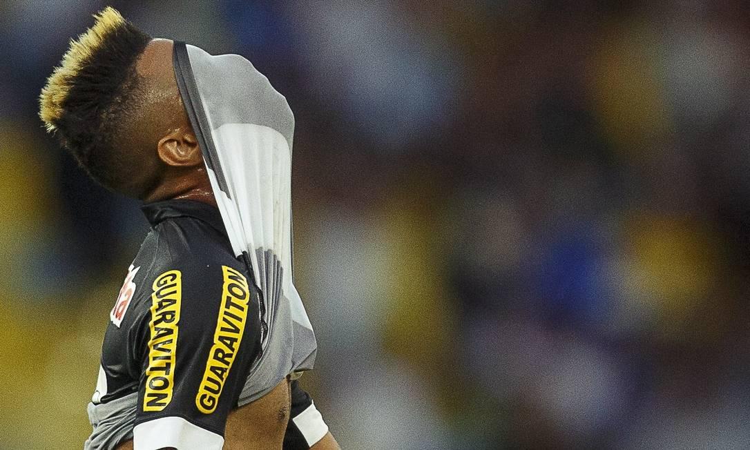 No Maracanã, o Vasco, desesperado na luta contra o rebaixamento, só empatou com o Grêmio, para tristeza de Rafael Silva Daniel Marenco / Agência O Globo