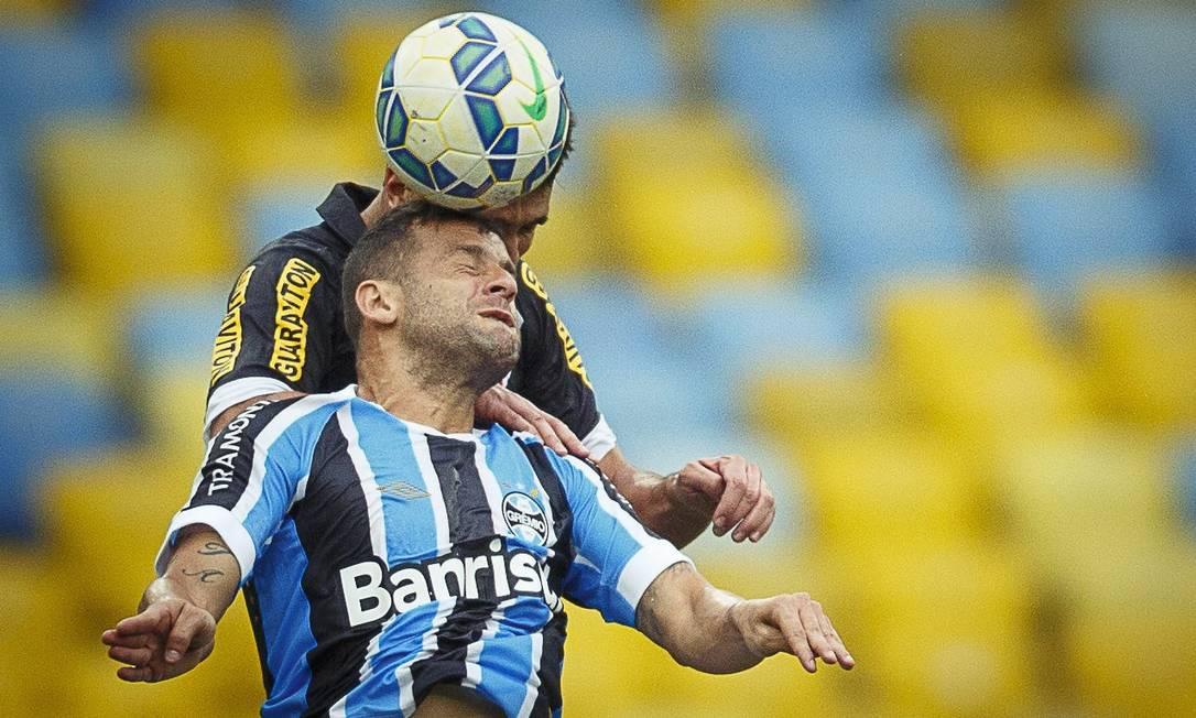 Faltando seis rodadas para o fim do campeonato, o Grêmio segue firme na disputa por vaga na Libertadores, e o Vasco vai mal em sua luta para não cair Daniel Marenco / Agência O Globo