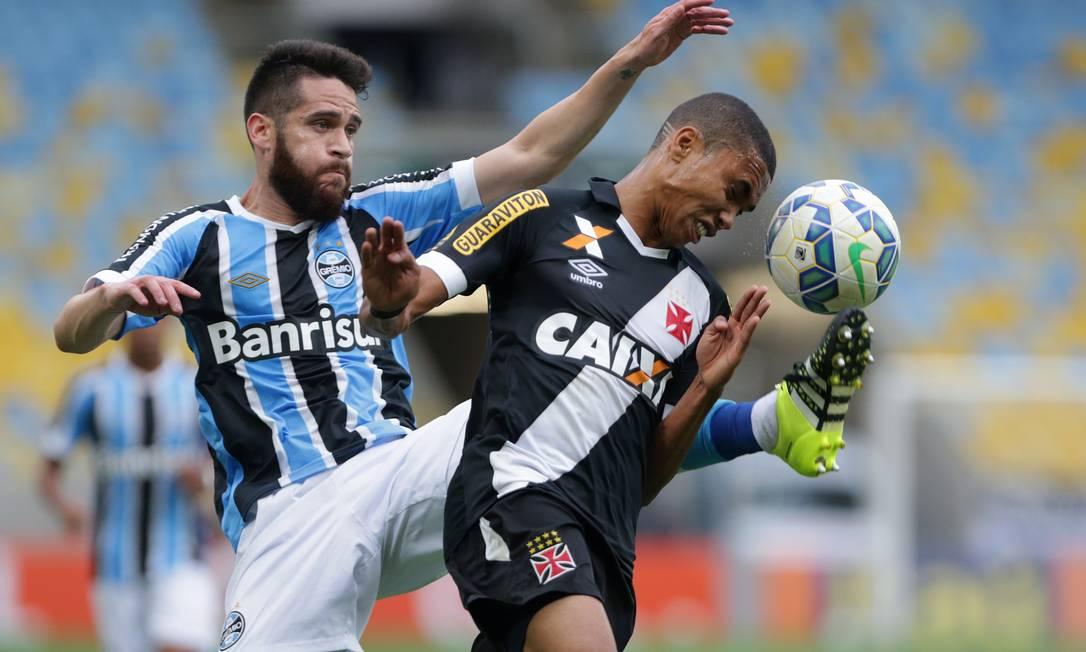 O Vasco botou uma bola no travessão e teve maior domínio do jogo, mas não conseguiu marcar contra o Grêmio Márcio Alves / Agência O Globo