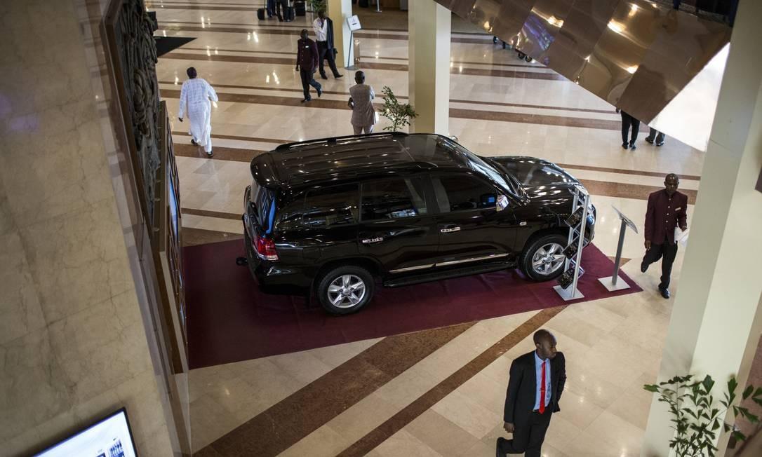 Carro blindado no hotel Hilton de Abuja: sem vida fácil Foto: GLENNA GORDON / NYT