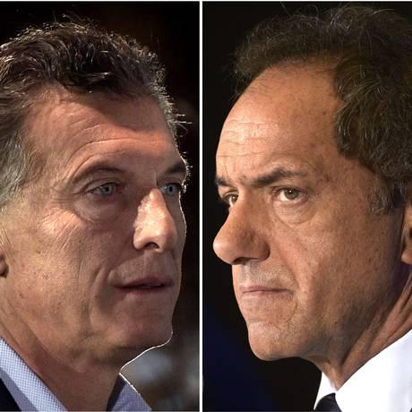Os candidatos presidenciais Mauricio Macri (à. esq) e Daniel Scioli vão disputar segundo turno na Argentina Foto: PHOTO DESK / AFP