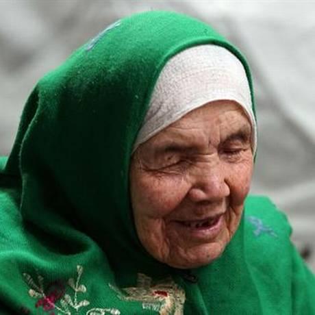 Afegã é a pessoa mais velha nos registros da crise dos imigrantes Foto: AP