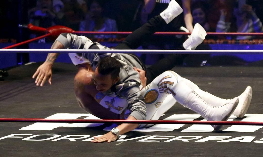 Tudo aconteceu dentro do espírito teatral que marcam estas lutas no México HENRY ROMERO / REUTERS
