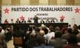 Ex-presidente Lula participa da reunião do diretório nacional do PT