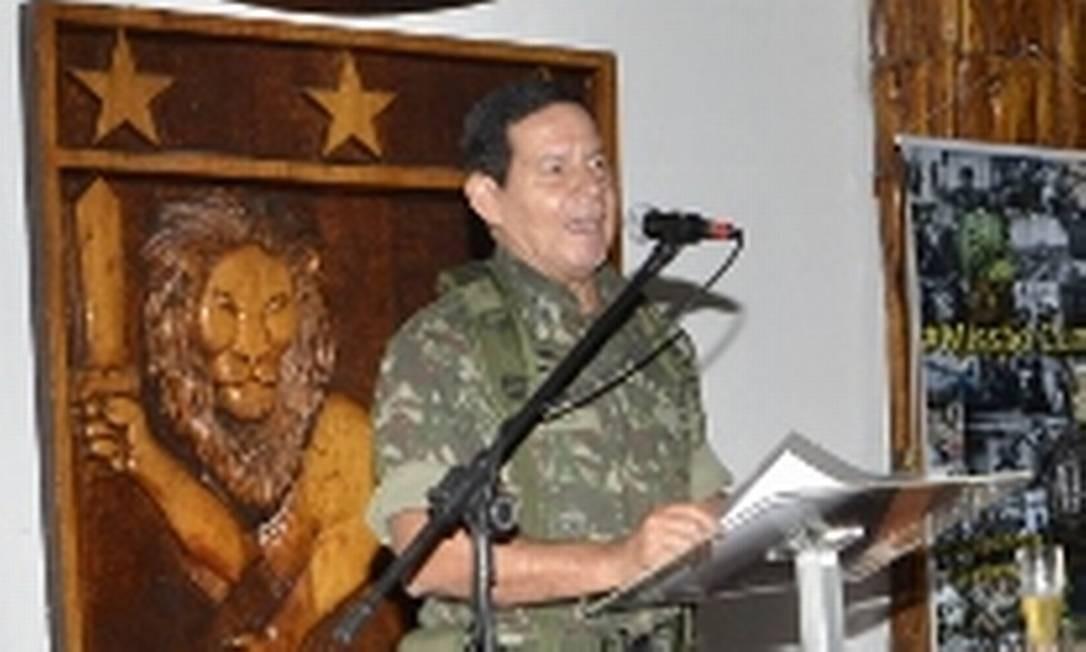 O general Antônio Hamilton Martins Mourão Foto  Divulgação   Exército  Brasileiro b968150b95f