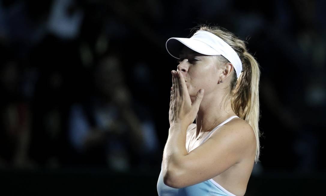 Fim de jogo, Sharapova mandou os tradicionais beijinhos para a torcida Jeremy Lee / REUTERS