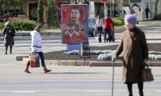 Cartaz em rua de Donetsk homenageia Stalin e os 70 anos do fim da Segunda Guerra: em república pró-russa, ditador representa triunfo da independência contra intervenções estrangeiras e sucesso de políticas desenvolvimentistas Foto: ALEXEY FILIPPOV/AFP