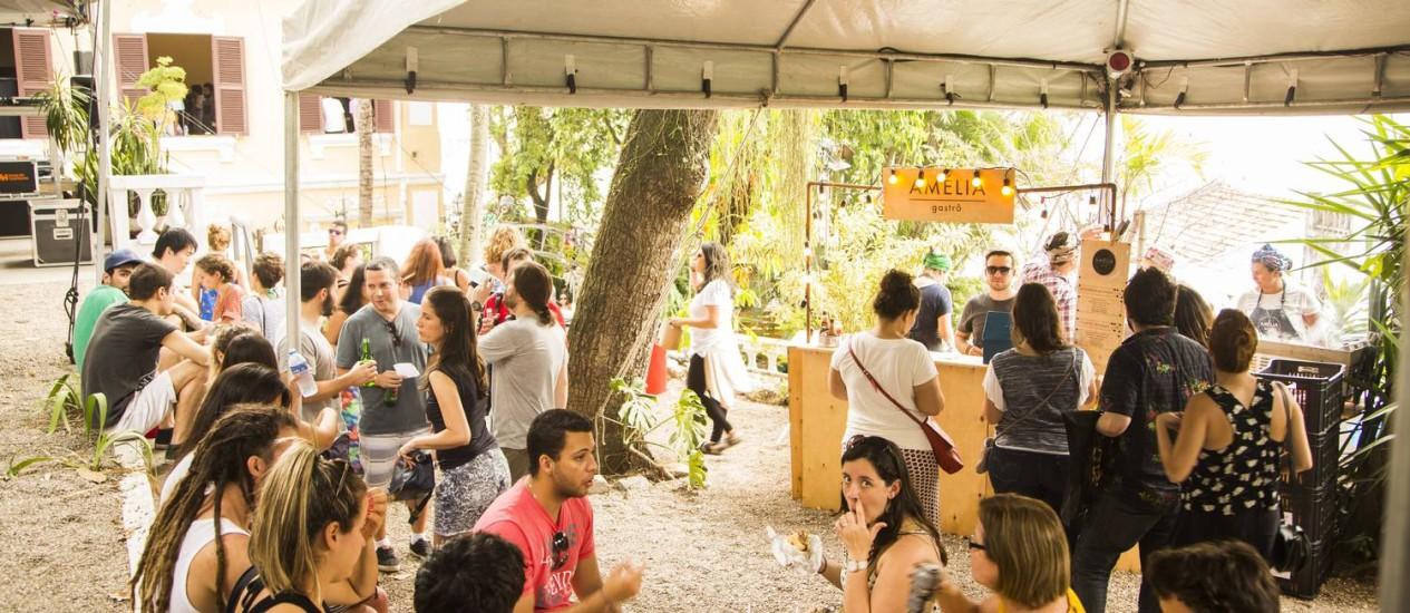 Além de jovens em busca de novas tendências, idosos e crianças marcam presença em feira Foto: Fabio Seixo