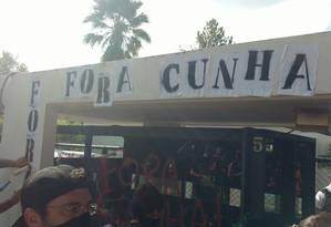 Manifestação aconteceu na entrada da 'Península dos Ministros', onde Eduardo Cunha mora em Brasília Foto: Divulgação