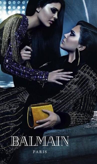 Na campanha da Balmain, Kendall fotografou ao lado da irmã Kylie Divulgação