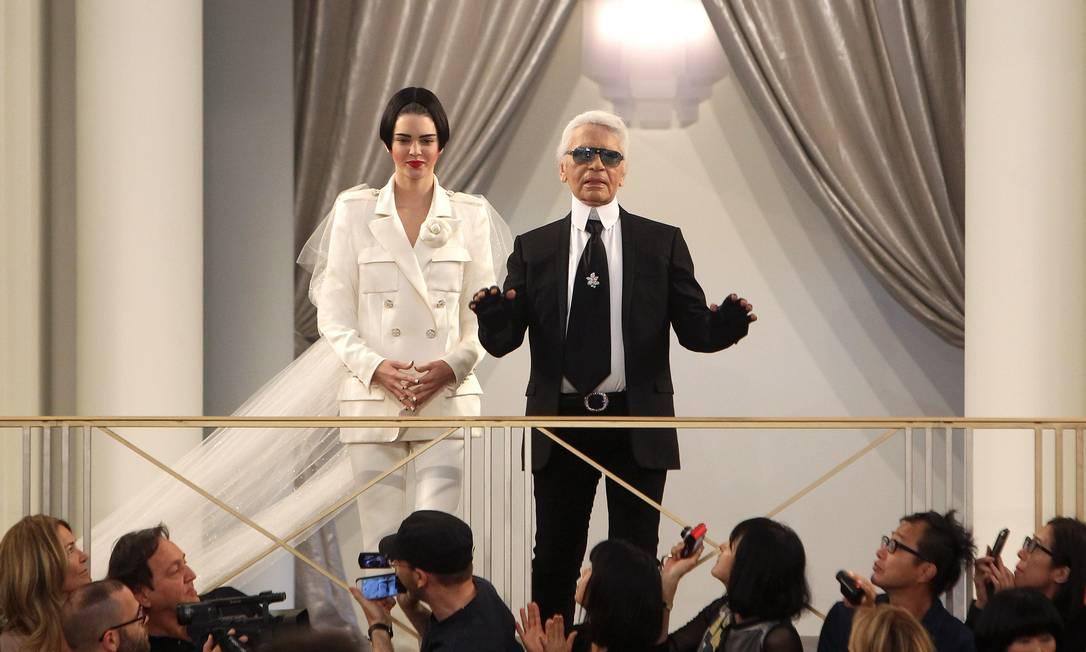 """A irmã de Kim Kardashian, que apareceu primeiramente no reality show de sua família, o """"Keeping up with the Kardashian"""", conseguiu ser abraçada pelo mundo fashion. O prestígio de Kendall é tão grande que ela conquistou até Karl Lagerfeld, o todo-poderoso da Chanel, sendo frequentemente escalada para os desfiles da maison Thibault Camus / AP"""