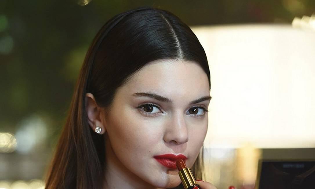 Um dos maiores objetivos das modelos é conseguir um rentável posto de embaixadora de uma linha de beleza. Kendall já conseguiu o dela, ao representar a gigante Estée Lauder Divulgação