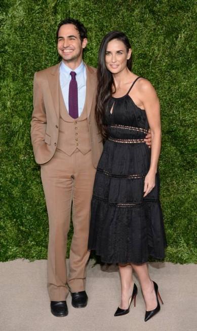 A premiação do CFDA/Vogue Fashion Fund Awards, que aconteceu na noite de segunda-feira em Nova York, teve Demi Moore como uma das maiores estrelas. Ela chegou ao lado do estilista Zac Posen Evan Agostini / Evan Agostini/Invision/AP
