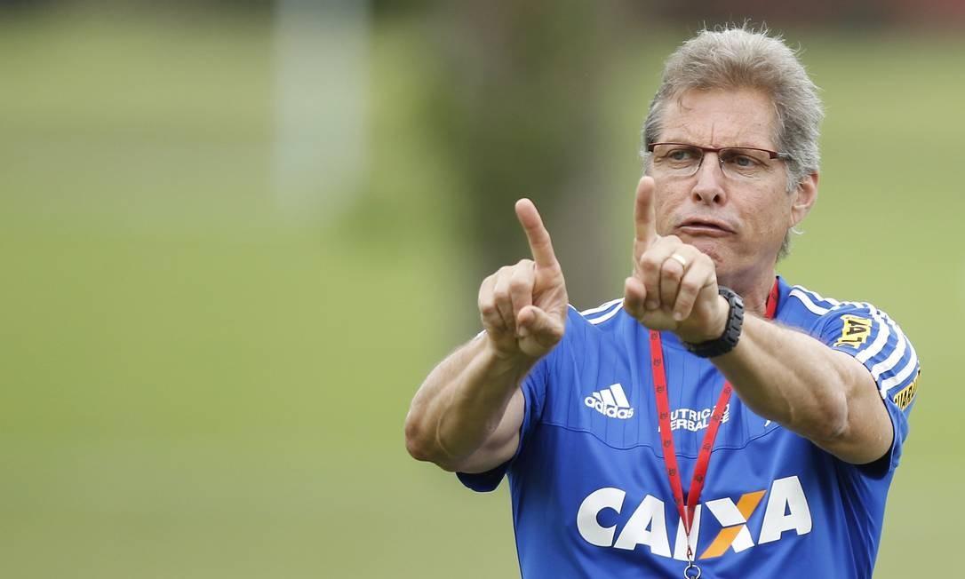 3d0ab2f329 Planos para 2016  Oswaldo avalia e é avaliado no Flamengo - Jornal O Globo