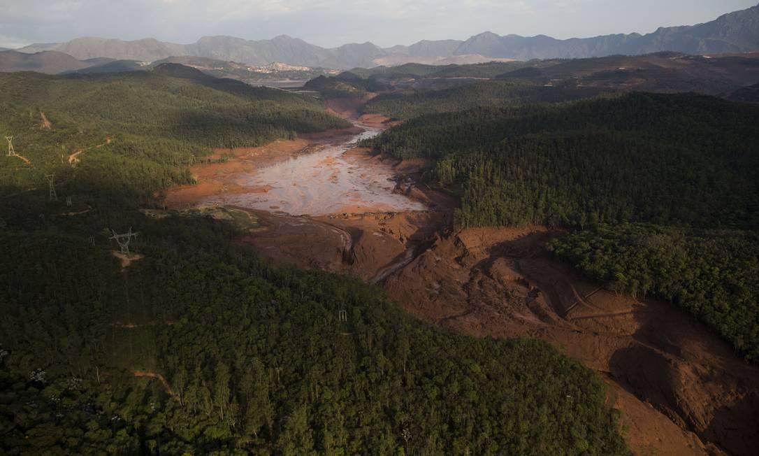 Caminho percorrido pela lama no rompimento das duas barragens Foto: Felipe Dana / AP