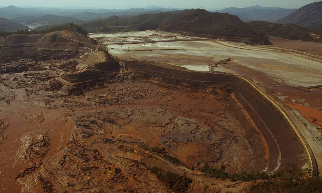 Área das barragens que se romperam em Mariana Foto: Daniel Marenco / Agência O Globo