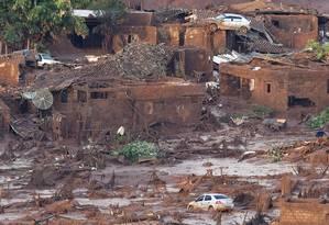 Distrito de Bento Rodrigues, em Mariana (MG), ficou coberto de lama após rompimento de barragens Foto: Douglas Magno / AFP