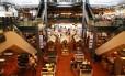O Eataly de São Paulo tem sete restaurantes e inúmeras prateleiras, em galpão de 4.500m²