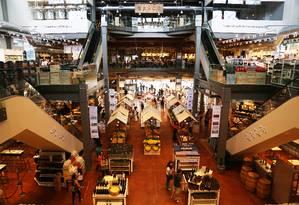 O Eataly de São Paulo tem sete restaurantes e inúmeras prateleiras, em galpão de 4.500m² Foto: Fernando Donasci / Fernando Donasci/Agência O Globo