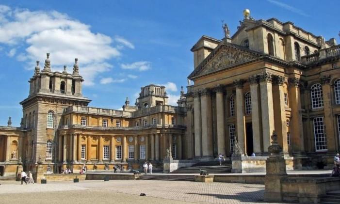 O Palácio de Blenheim, na zona rural de Oxford, é pano de fundo para um perseguição de carro Foto: Divulgação