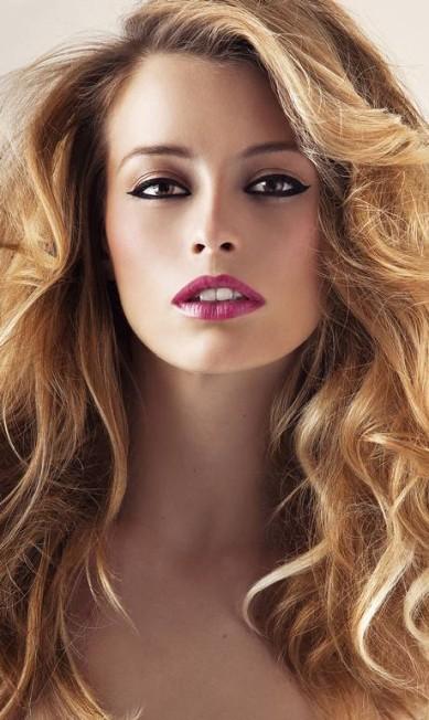 A modelo em ensaio de maquiagem para o ELA, EM 2011 Markos Fortes / Agência O Globo