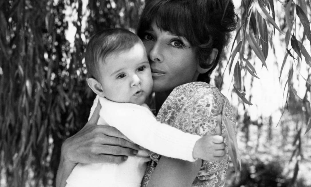 Audrey com Luca Dotti no colo, em 1971 Reprodução / Henry Clarke