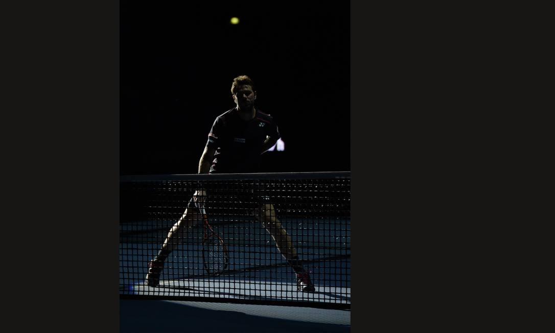 O suiço Stan Wawrinka aguarda o serviço no jogo contra Rafael Nadal MIGUEL MEDINA / AFP