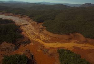 O mar de lama que escoa pelos rios da região de Mariana Foto: Daniel Marenco / Agência O Globo
