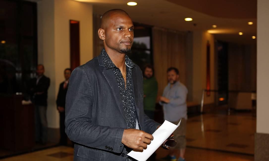 O goleiro Jefferson, do Botafogo, circula pelo saguão do hotel em São Paulo André Mourão/Mowa Press/Divulgação