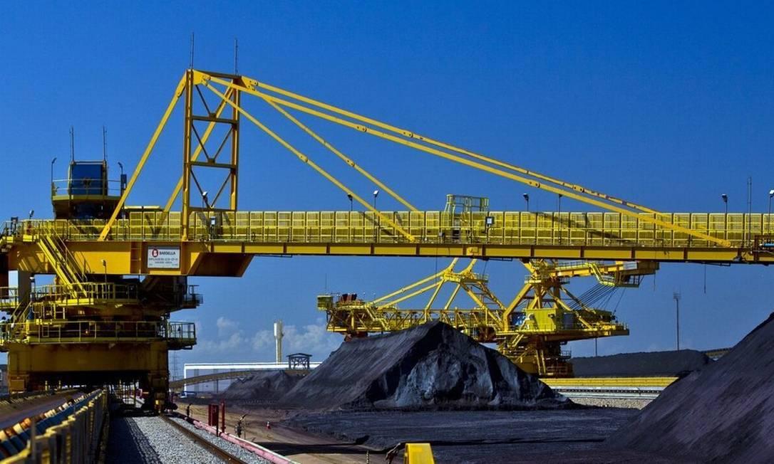 Minério de ferro é transportado no Porto do Açu: terminal ganha aval para atuar com petróleo e gás Foto: / Dado Galdieri/Bloomberg/4-12-14