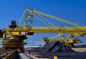 Minério de ferro é transportado no Porto do Açu: terminal ganha aval para atuar com petróleo e gás Foto: Dado Galdieri/Bloomberg/4-12-14