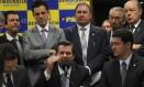 O líder do PSDB na Câmara, Carlos Sampaio anuncia rompimento com Eduardo Cunha Foto: Givaldo Barbosa / O Globo