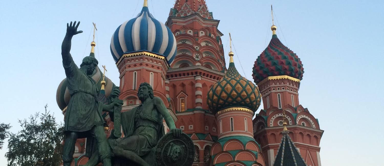 Catedral de São Basílio, na Praça Vermelha, em Moscou Foto: Bruno Rosa / O Globo